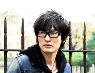 2011年第一弾シングルが「テガミバチREVERSE」OPテーマに決定したスガ シカオ ListenJapan