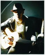 2010年メジャーデビューのシンガーソングライター、Rake(レイク) Listen Japan