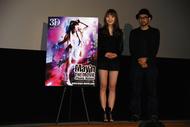 初日舞台挨拶に登壇したMay'n(写真左)、須永秀明監督
