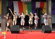 """東京・護国寺でミニライブを行った""""ももいろクローバー"""""""