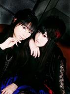 """今井麻美(左)と喜多村英梨(右)によるユニット""""ARTERY VEIN"""""""