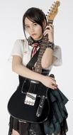 シングル発売記念イベントでギター生演奏に挑戦する西沢幸奏(にしざわ しえな)