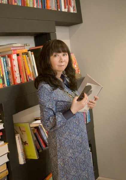 谷山浩子、NHK『みんなのうた』でも話題のミニアルバム『花さかニャンコ』のトレーラー映像を公開