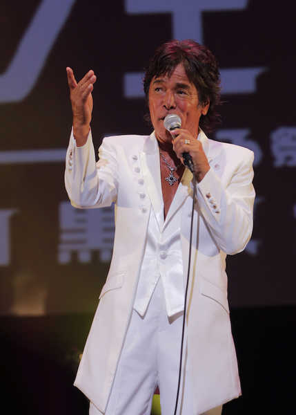 松崎しげる主催の『黒フェス2020〜白黒歌合戦〜』、音楽の力を感じる有観客公演にて終演