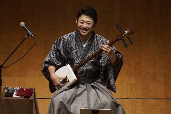 上妻宏光、津軽三味線の生音と生き様で魅せるソロデビュー20周年ツアーを開幕
