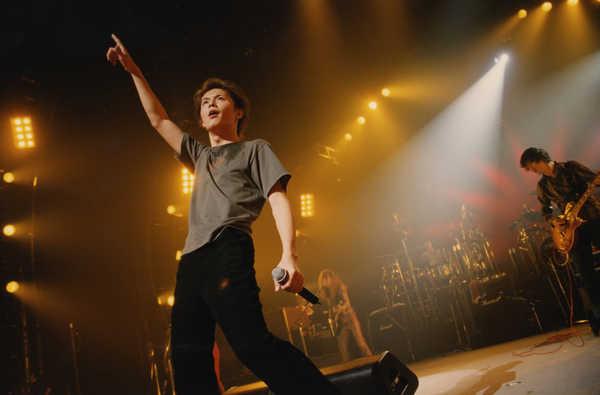 福山雅治の30年を彩った貴重な過去ライブ映像をWOWOWでオンエア!